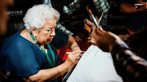 Recibe la abuela Irma Buyuchek, vacuna contra Covid-19
